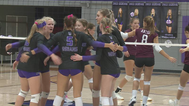 Mosinee Volleyball players during a match against Antigo on September 21, 2021.