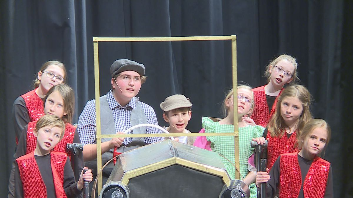 The Pott family sings 'Chitty Chitty Bang Bang' as they make their way to a picnic on Feb. 11, 2020. (WSAW Photo)