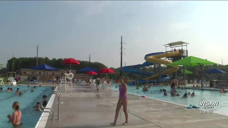 New aquatic center opens in Marshfield