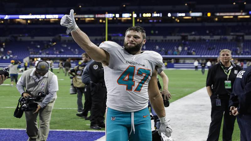 Miami Dolphins linebacker Vince Biegel (47) waves to fans as he leaves the field following an...