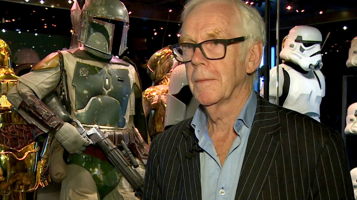 """Jeremy Bulloch speaks in front of the costume he wore while playing Boba Fett in """"Star Wars:..."""