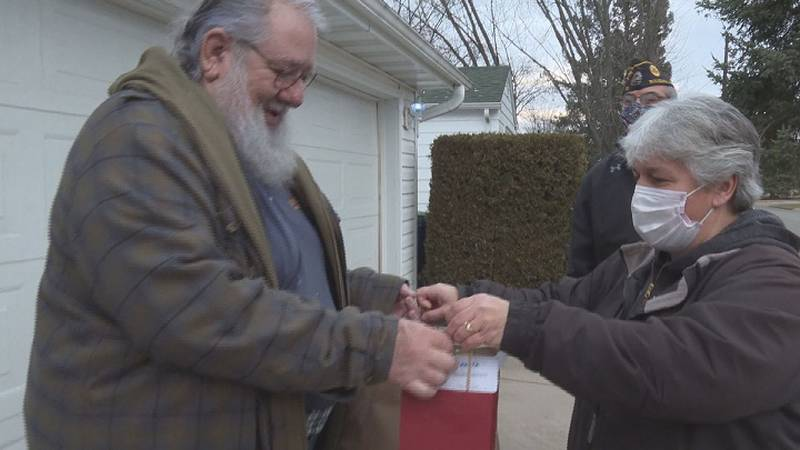 Hot meal delivered to Wausau-area vets.