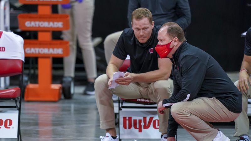 Wisconsin head coach Greg Gard, right, and assistant coach Joe Krabbenhoft during the second...