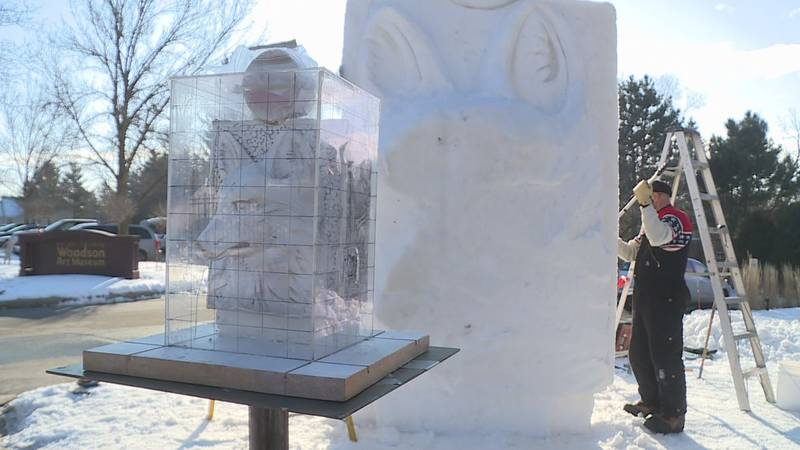 Mike Sponholtz creates sculpture in 2018
