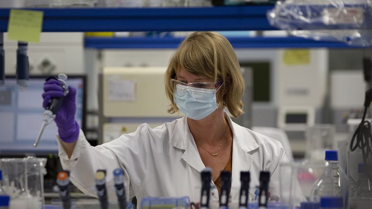 A lab technician works during research on coronavirus, COVID-19, at Johnson & Johnson subsidiary Janssen Pharmaceutical in Beerse, Belgium, Wednesday, June 17, 2020. Janssen Pharmaceutical hopes to begin clinical trials on a potential vaccine for COVID-19 in the middle of the summer. (Source: AP Photo/Virginia Mayo)