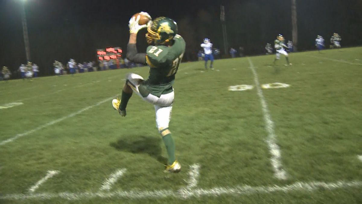 Former Edgar football player Alec Hafferman catching a pass during a game in Edgar, Wisconsin, in 2016. (WSAW)