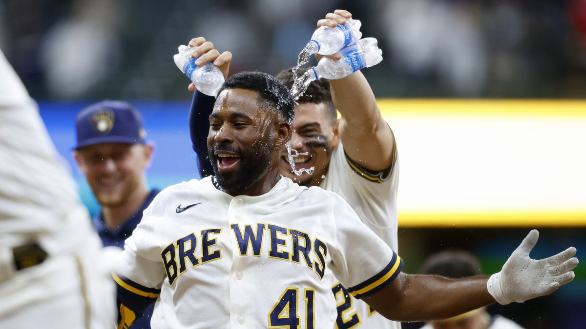 Milwaukee Brewers center fielder Jackie Bradley Jr. (41) celebrates his game winning single...