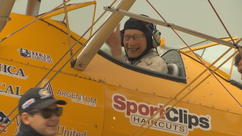 Veteran Don Nerenhausen gives the thumbs up ahead of his Dream Flight in Green Bay.