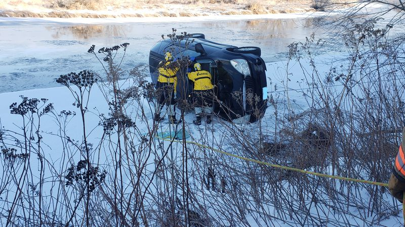 Driver rescued from Wisconsin River by Merrill Fire Department (Jan. 25, 2021)