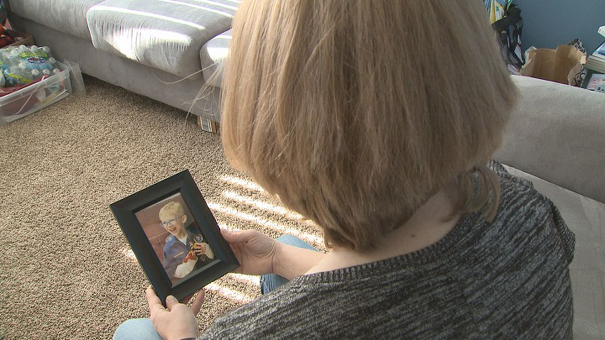 Jen Boydston looks at a picture of her son, Jackson. (WSAW photo)