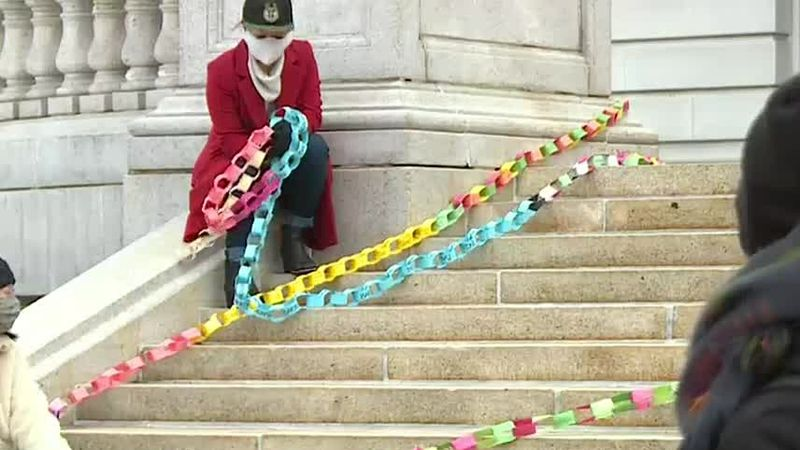 Paper chain at Wisconsin Capitol made in memory of COVID-19 victims