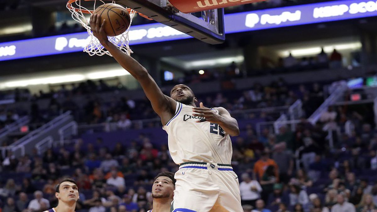Milwaukee Bucks forward Khris Middleton (22) against the Phoenix Suns during the second half of an NBA basketball game Sunday, March 8, 2020, in Phoenix. (AP Photo/Matt York)